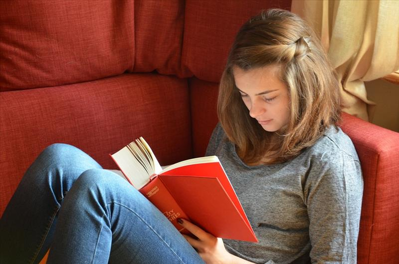 Image of girl reading